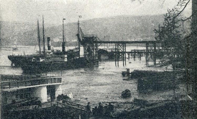 Astillero. El cargadero de la Deutsch y Desmarais Freres. Foto del libro El Astillero de Guarnizo.JPG