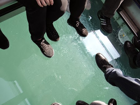 25. Telecabina cu podea de sticla.JPG