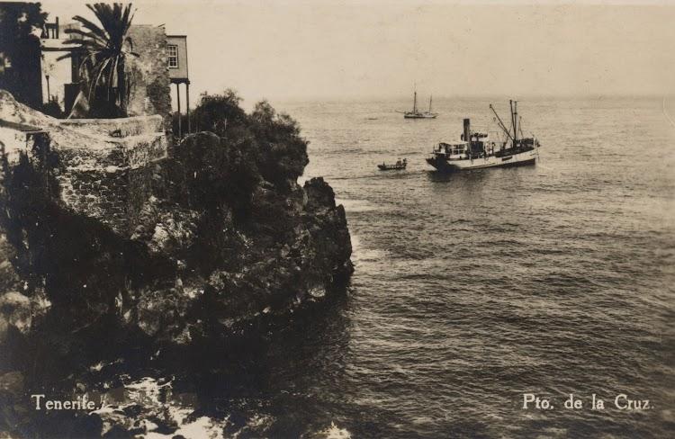 Posiblemente el GUANCHE fondeado en Puerto de la Cruz. Foto Archivo FEDAC.jpg