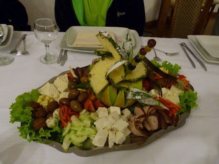 Mancare moldoveneasca: platou restaurant Balad'Or