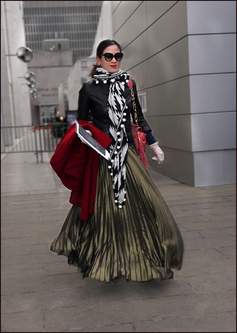 w green long pleated skirt black jacket long black and white scarf ol