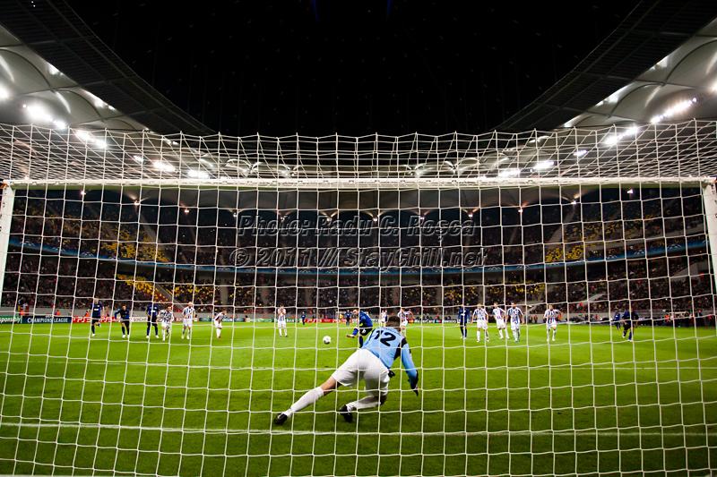 Wayne Rooney inscrie din penalty in timpul meciului dintre FC Otelul Galati si Manchester United din cadrul UEFA Champions League disputat marti, 18 octombrie 2011 pe National Arena din Bucuresti.