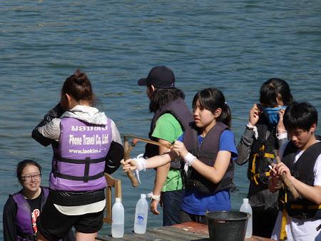 Imagini Vang Vieng: trasul cu prastia la japonezi