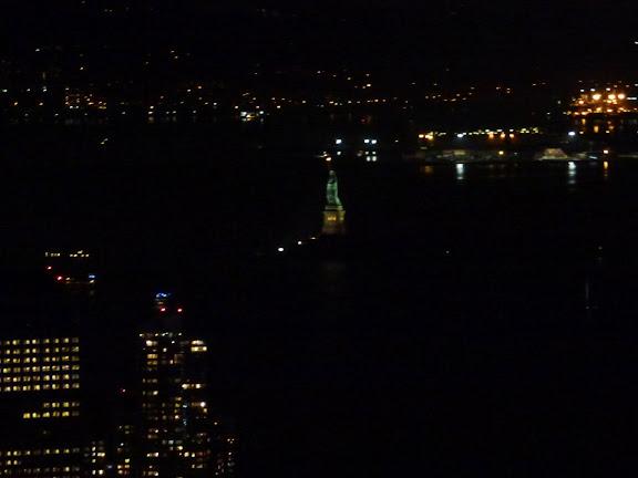 夜景、遠くに自由の女神