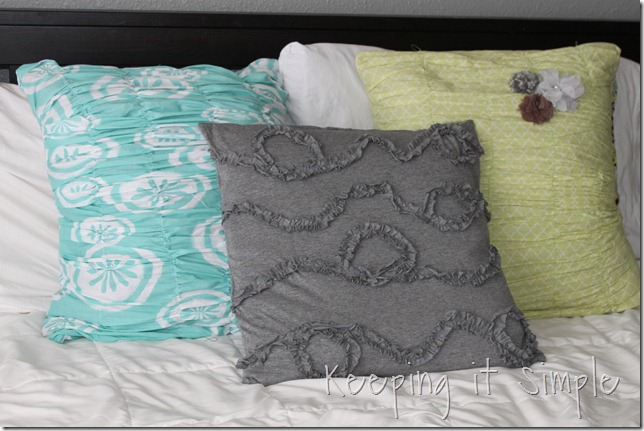 knit ruffle pillow (3)