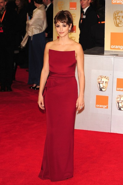Penelope Cruz attends The Orange British Academy Film Awards 2012 (2)