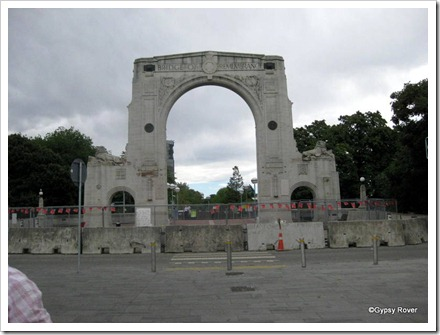 Christchurch's Bridge of Remebrance closed due to unsafe masonary near the Lion's tails.