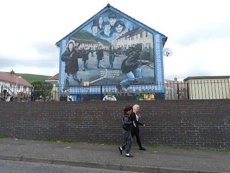 Obiective turistice Irlanda de Nord: picturi pe ziduri Belfast