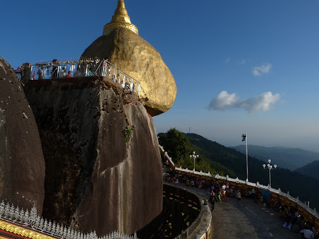 Obiective turistice Myanmar: Golden Rock