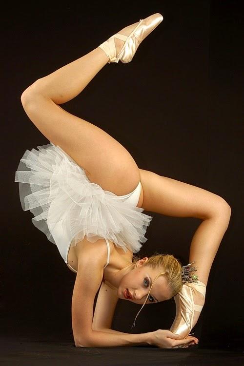 Голая балерина на сцене смотреть