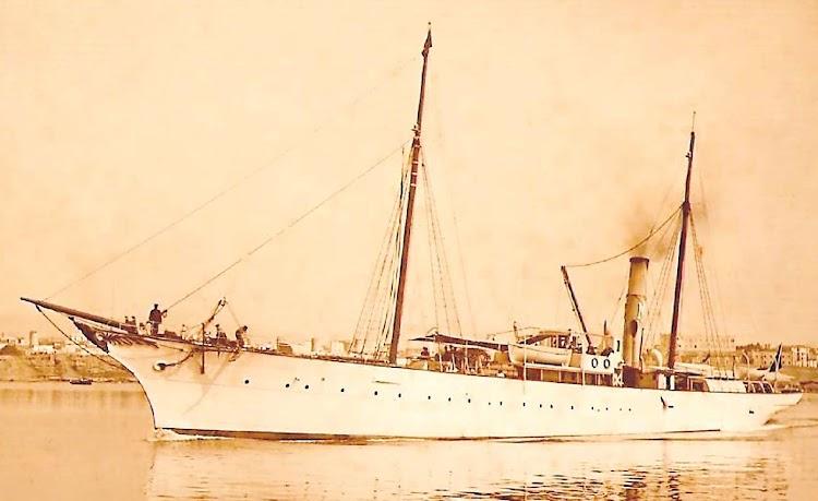 El vapor LULIO saliendo de Palma. Foto de la pagina web FOTOS ANTIGUAS DE MALLORCA.JPG