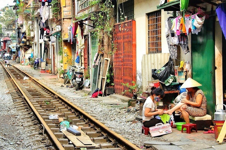 hanoi-train-track-2