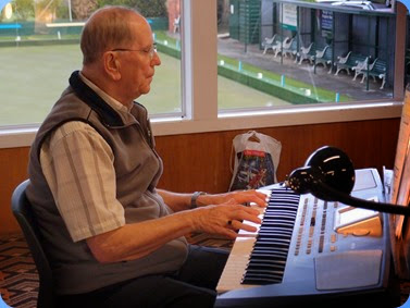 John Beales playing his Korg Pa500 for us. Photo courtesy of Dennis Lyons.