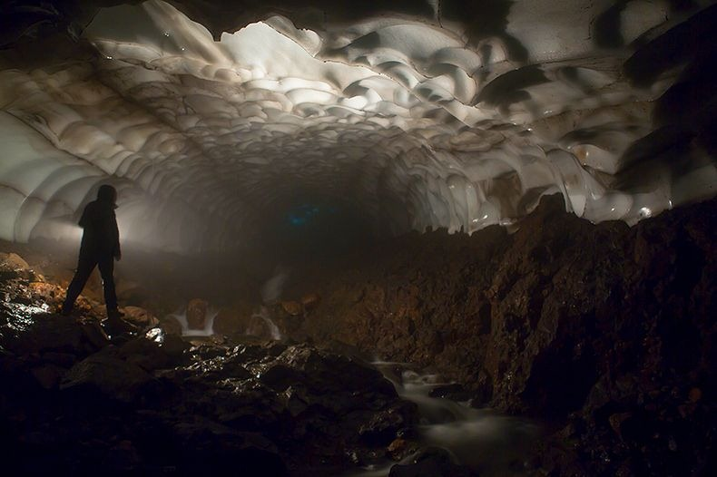 kamchatka-ice-tunnel-7