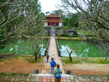 07. Mormant imperial Hue, Vietnam.JPG