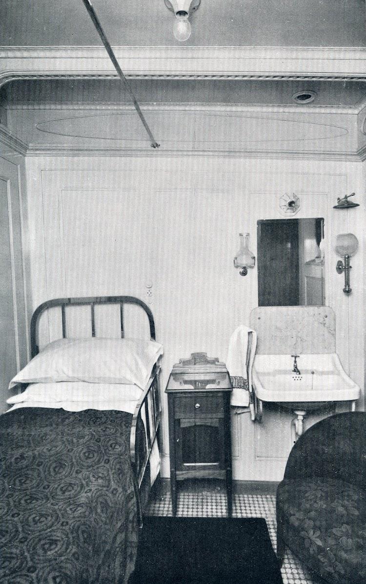Camarote de primera clase del buque. De la MEMORIA DE LA COMPAÑÍA TRASMEDITERRANEA. Año 1.928.jpg