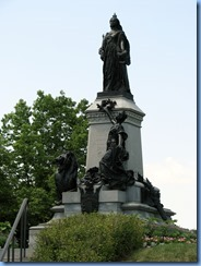 6182 Ottawa - Parliament Buildings grounds - statue of Queen Victoria