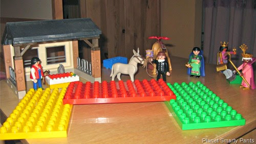 Nativity-Scene-Lego-and-Playmobil