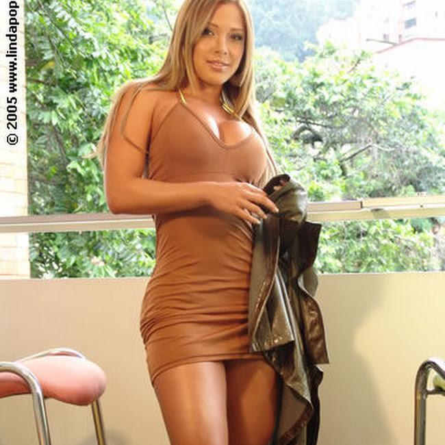 Milena Guzman Striptease Foto 20