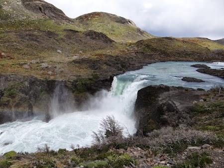 24. Cascada Torres del Paine.JPG