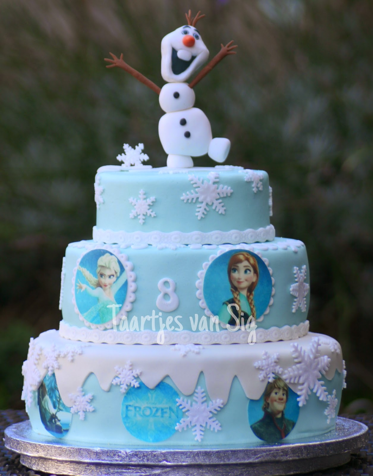 disney frozen birthdaycake with olaf