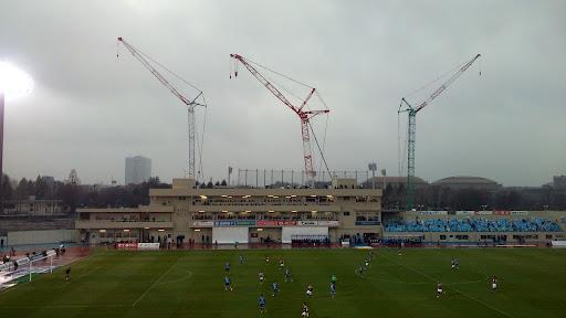 [写真]工事が進む等々力陸上競技場