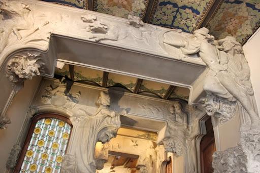 Escultures passadís Casa Lleó Morera.jpg
