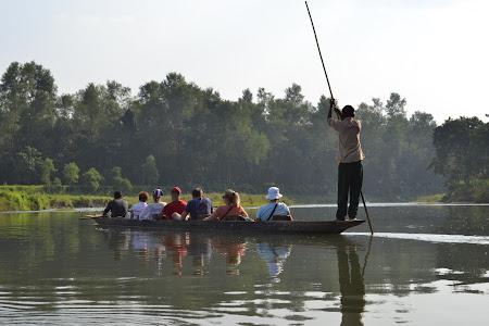 canoe safari in jungla Chitwan