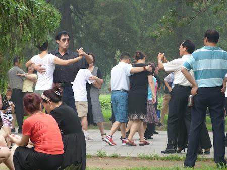 Dansatori chinezi