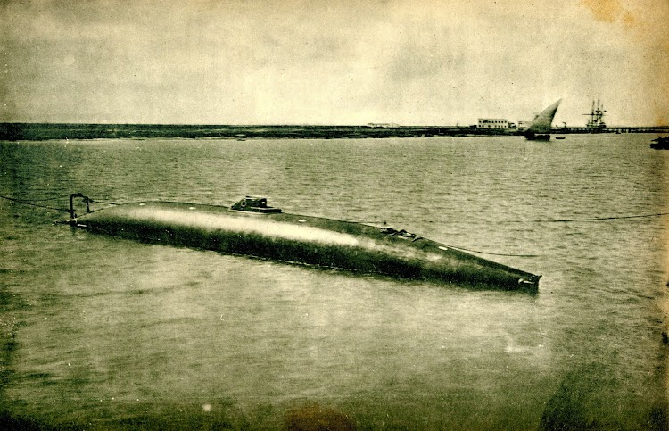 El submarino PERAL. Foto de la Rivista Marittima. Año 1889.jpg