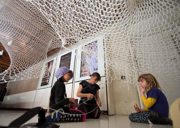 Kids with Victoria Lees sculpture_Martin Ollman.JPG