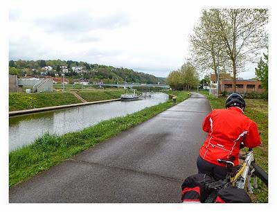 Radtour von Saarbrücken nach Straßburg: saarzwerg am Saar-Kohlen-Kanal