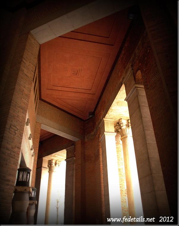 Palazzo delle Poste ( porticato ), Ferrara, Emilia Romagna, Italia - Post Office building ( arcade ), Ferrara, Emilia Romagna, Italy - Property and Copyrights of www.fedetails.net