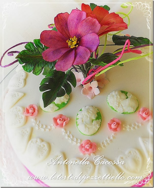 Torta Cosmos e Monstera con decori in ghiaccia
