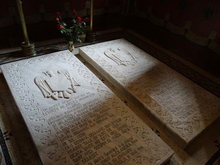 13. Mormintele Regelui Ferdinand si a Reginei Maria.JPG