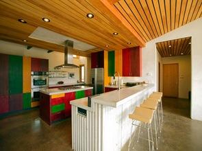 cocina de diseño con colores vivos