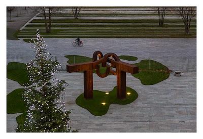 Mit dem Berufsgeocacher ins Bundeskanzleramt - Skulptur im Ehrenhof