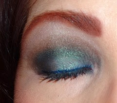 wearing essence metal glam eye shadow in jewel up the ocean