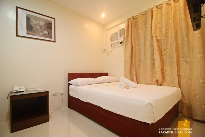 Comfy and Modern Rooms at the Restreto Inn and Cafe