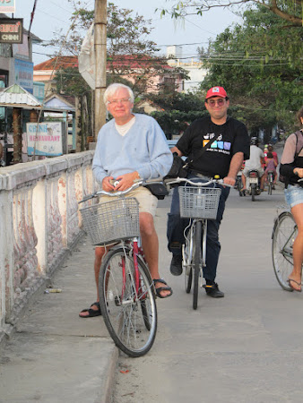 Imagini Hue: cu un turist belgian