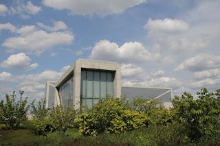 狭山池博物館を望む