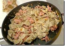 Tagliatella saracena con pasta di salame di Canzo e granella di taleggio