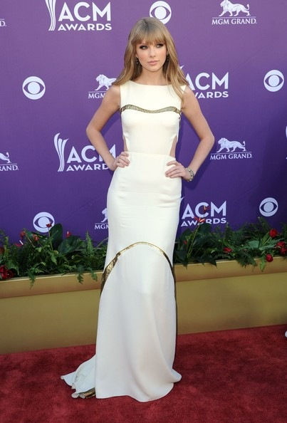 Taylor Swift arrives at the 47th Annual Academy Of Country Music Awards (2)