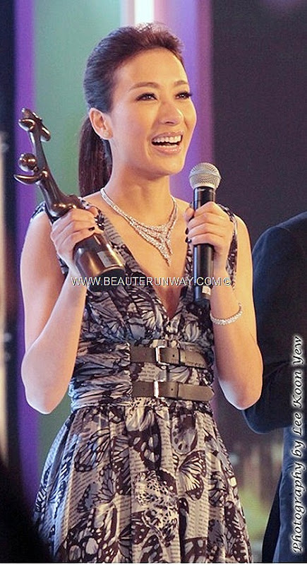 Starhub TVB awards Winner Tavia Yeung Yi  My Favourite TVB Female Character The Hippocractic Crush Fan Tse Yiu Most Glamorous Female Artist Award Soo Kee Jewellery SK diamond necklace bracelet blue butterfly silk gown Linda Chung