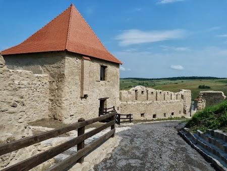 Fortificatii sasesti in Transilvania: cetatea Rupea.