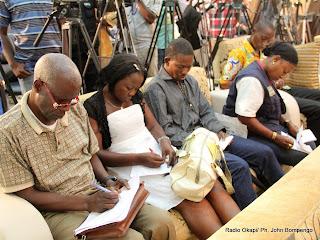 Des journalistes au siège de la Ceni le 6/12/2011 à Kinshasa, lors de la publication des résultats partiels de la présidentielle de 2011 en RDC. Radio Okapi/ Ph. John Bompengo