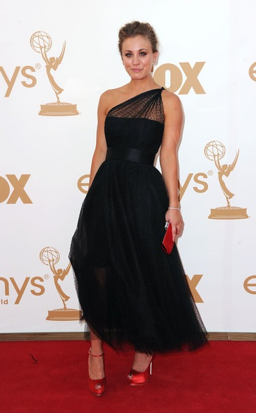 Kaley Cuoco arrives at the 63rd Annual Primetime Emmy Awards