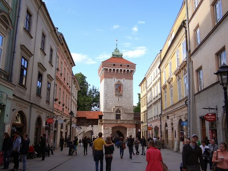 12. Principala strada comerciala din Cracovia.JPG