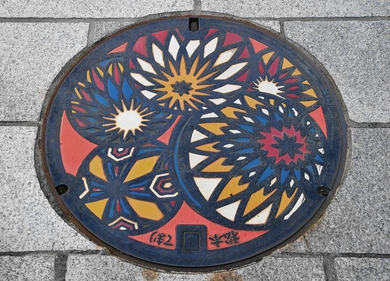 japan-manhole-covers-13