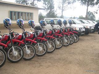 5 jeeps et 20 motos, don de Caprikat et Foxwhelp à la police nationale congolaise de l'Ituri à Bunia le 24 janvier 2010.